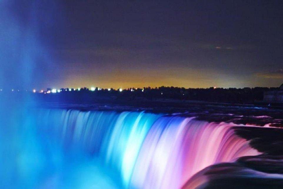 niagara-falls-night-lights